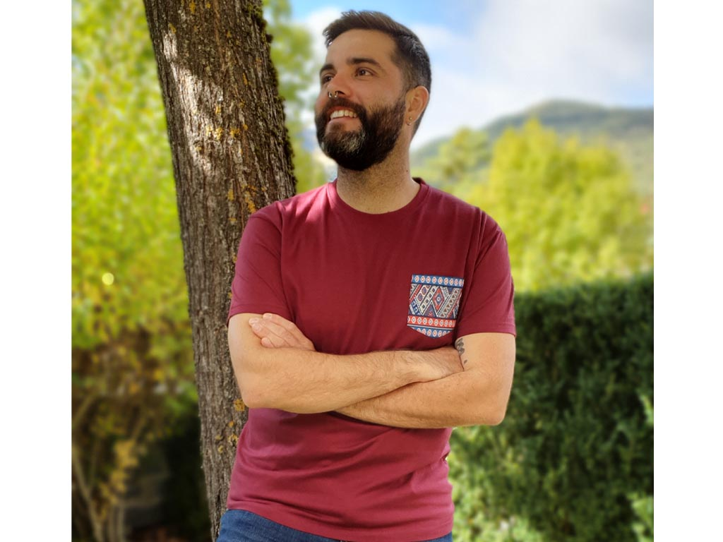 Camiseta Granate Unisex Con Bolsillo